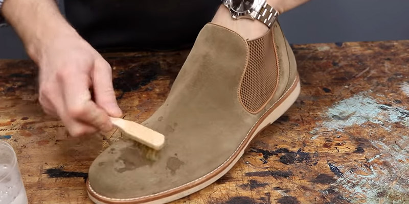 How To Clean Suede Shoes FI