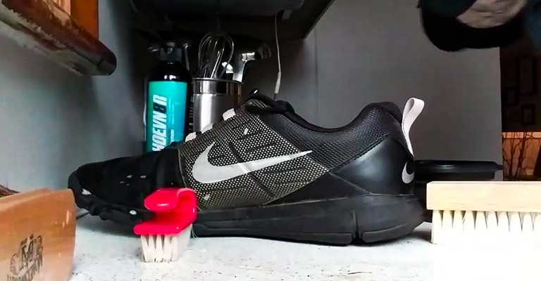 How to Clean Golf Shoes FI
