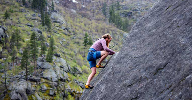 How To Choose The Best Trad Climbing Shoes In Rock Mountain