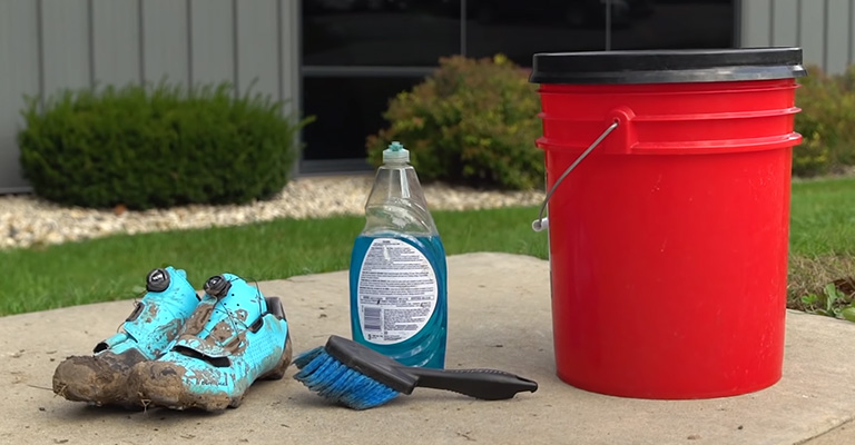 How To Clean Cycling Shoes FI