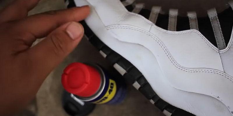 How to Stop Shoes From Squeaking FI