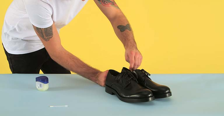 Stretching Shoes in a Professional